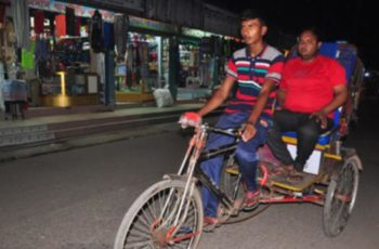 Drives rickshaw to complete study